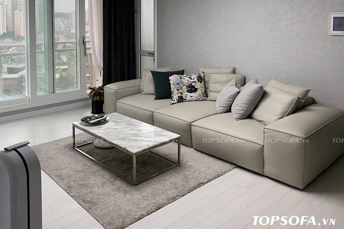 Với thiết kế phần tựa lưng làm khá thấp nhưng bù lại phần đệm ngồi được thiết kế dày đem lại sự êm ái cho người sử dụng mỗi khi sử dụng. Sofa văng TS306 nổi bật cùng tông ghi sáng trang nhã đem đến không gian trang trí hiện đại, tinh tế.