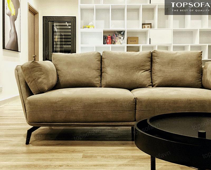 Kiểu dáng đơn giản, không cầu kì nhưng không hề lỗi thời khiến cho mẫu sofa này trở thành điểm nhấn nổi bật trong căn phòng
