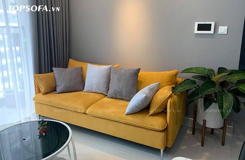 Chất liệu vải da lộn mềm mịn, mỏng, không chỉ giúp mẫu sofa này trông sang trọng, đẳng cấp hơn mà còn đem lại cảm giác thoải mái, êm ái cho người dùng