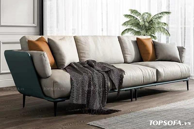 Sử dụng chất liệu da pha trộn với vải, mẫu sofa này giúp người dùng dễ vệ sinh hơn các loại sofa bằng vải khác mà giá thành lại rẻ hơn sofa da