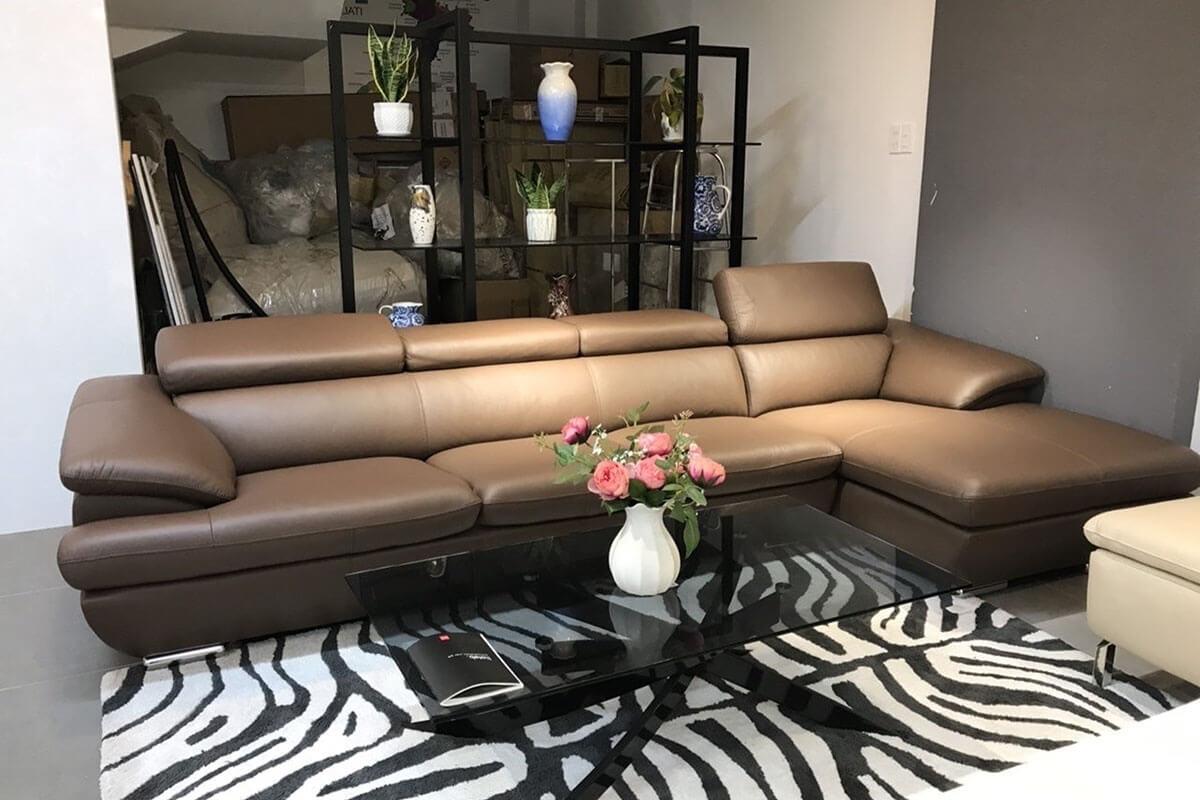 Điểm đặc biệt của mẫu sofa góc mini TS230 là phần gối tựa đầu thiết kế linh hoạt, rất dễ điều chỉnh để đem lại sự thoải mái cho người dùng