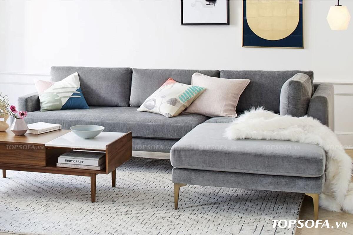 Dù bọc chất liệu vải dễ bám bẩn nhưng nhờ hệ chân nâng bằng gỗ cùng sắc xám nền nã mà mẫu sofa góc 2m TS201 hạn chế được bụi và khó lộ vết bẩn