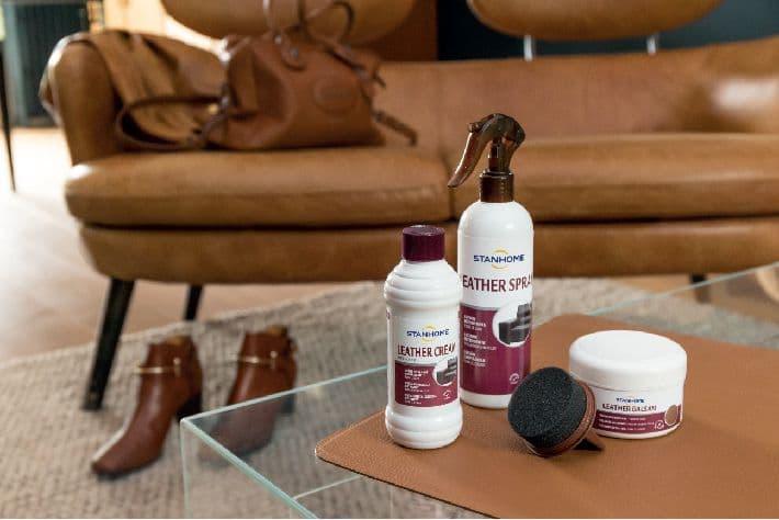 Sử dụng kem dưỡng da định kỳ để sofa da thêm sáng bóng