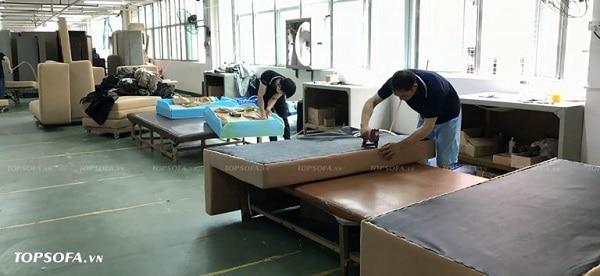 Với xưởng sản xuất sofa tại chỗ, Topsofa có thể đáp ứng mọi nhu cầu thiết kế sofa da màu kem của khách hàng