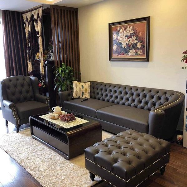 Thiết kế tinh tế, tỉ mỉ với phần lưng tựa có những đường may theo họa tiết độc đáo. Sản phẩm gồm 1 chiếc sofa văng, 1 sofa đơn và 1 đôn thiết kế theo phong cách tân cổ điển phù hợp với những không gian sang trọng.