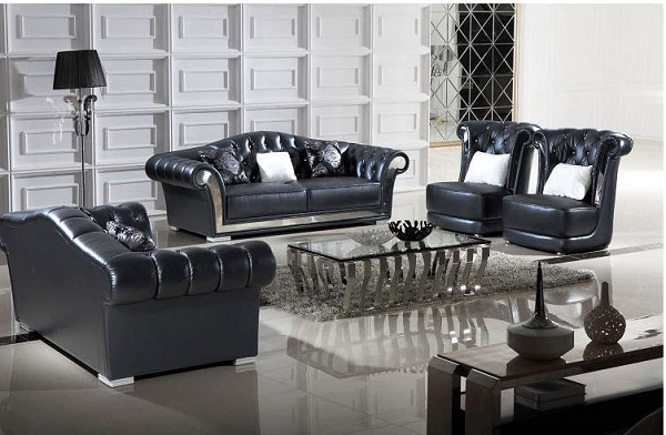Thiết kế sang trọng với tay vịn được uốn cong mềm mại, bọc đệm mút da êm ái. Phần lưng tựa ghế được đính ngọc tỉ mỉ theo thiết kế quen thuộc của các mẫu sofa tân cổ điển mang đến vẻ đẹp đẳng cấp, thời thượng cho ngôi nhà.