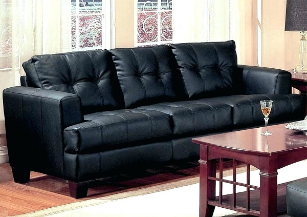 Mẫu sofa văng da màu đen này có thiết kế đơn giản, nhỏ gọn phù hợp với những gia đình có không gian phòng khách khiêm tốn. Da sần cao cấp mang đến sự bền đẹp, luôn sáng bóng theo thời gian.