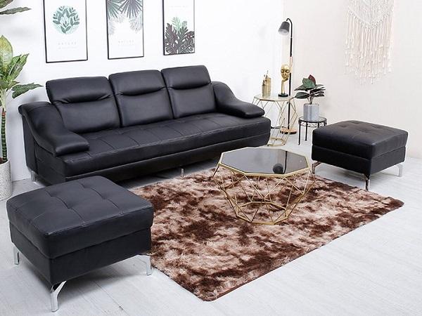 Sở hữu thiết kế hiện đại kết hợp cổ điển và gam màu đen sang trọng. Mẫu sofa văng da màu đen có lưng tựa và tay vịn được làm từ đệm mút êm ái sẽ mang đến cho bạn những trải nghiệm tuyệt vời.