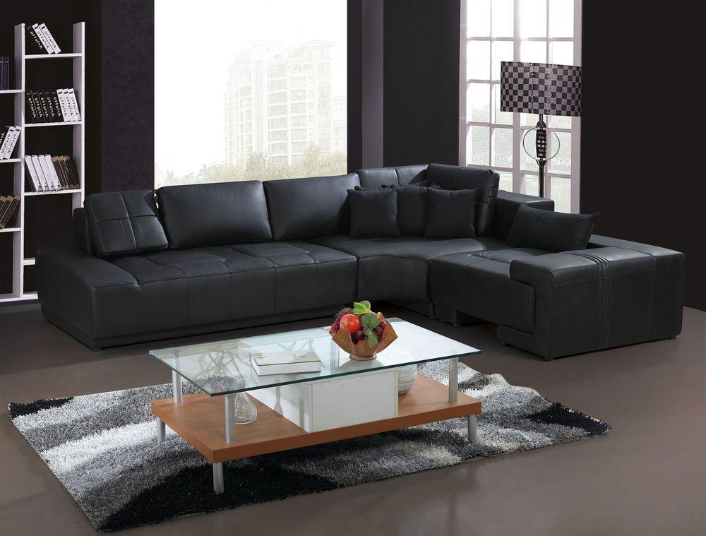Mẫu sofa góc kiểu chữ L màu đen gây ấn tượng nhờ phần chân được thiết kế mới lạ, hiện đại. Phần lưng tựa có độ ngả vừa phải mang lại cho bạn những trải nghiệm êm ái.