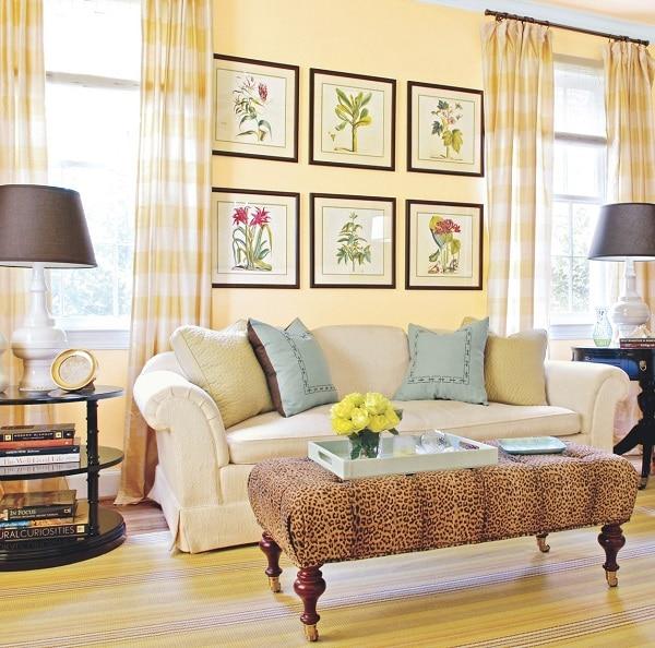 Căn phòng của bạn sẽ trở nên ấm áp, vương giả, cao sang hơn với một chiếc sofa da cách điệu có tay vịn cong cong và phần chân có rèm che. Họa tiết vân nổi trên bề mặt da sofa tạo nên sự hòa quyện hoàn hảo với một chiếc bàn trùm da báo sang trọng, cao cấp