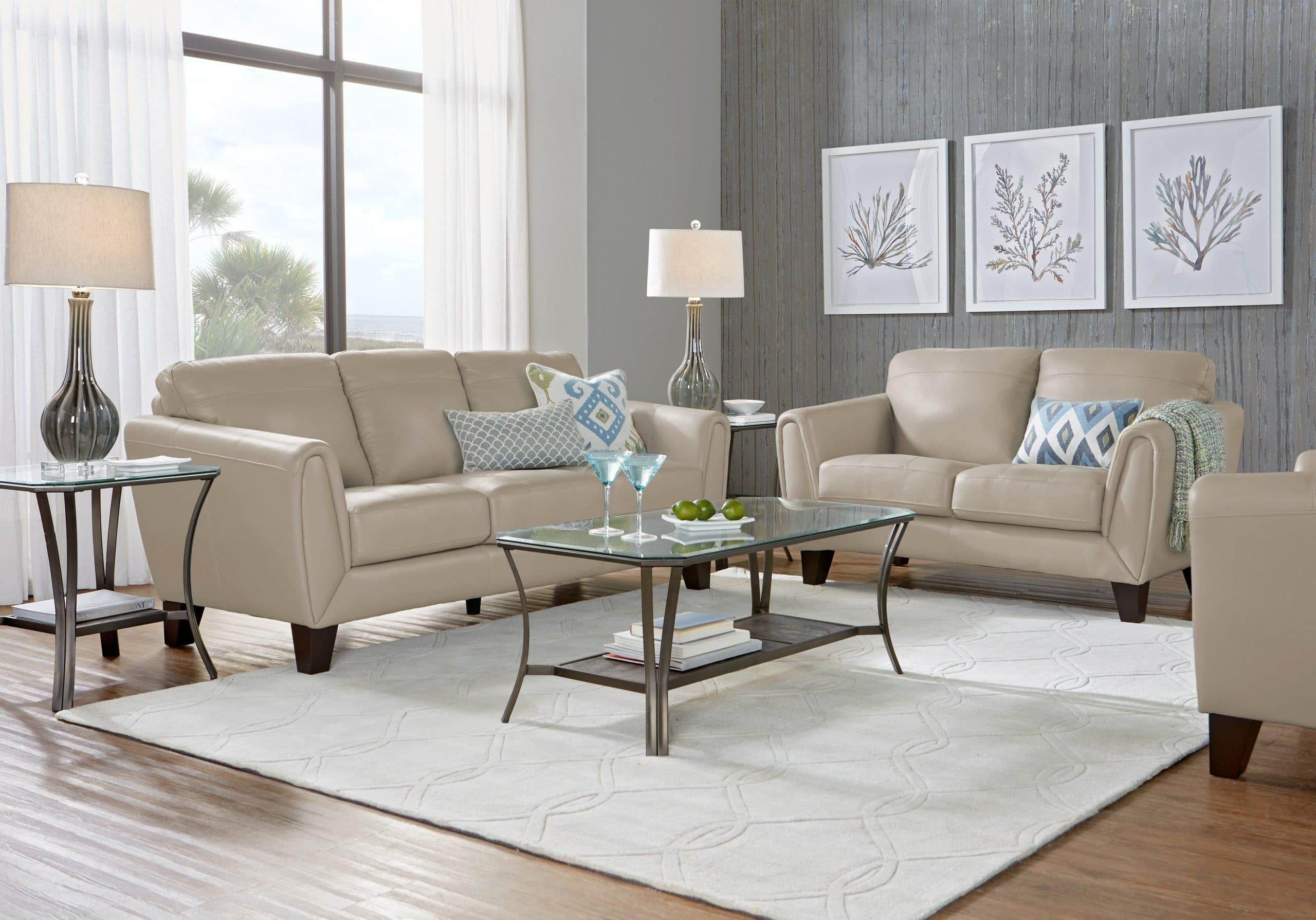 Phần lưng, tay vịn của mẫu sofa màu kem trắng này được thiết kế hơi choãi ra để tạo ra sự thoải mái cho người ngồi. Phần chân bằng gỗ cứng, chắc giúp nâng đỡ phần sofa phía trên một cách chắc chắn