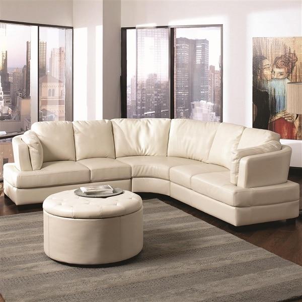 Căn phòng của bạn sẽ trở nên mềm mại, giàu tính nghệ thuật hơn nếu sử dụng một bộ sofa trắng kem chữ V 2 cạnh bằng nhau uốn cong kết hợp chiếc bàn tròn cùng màu