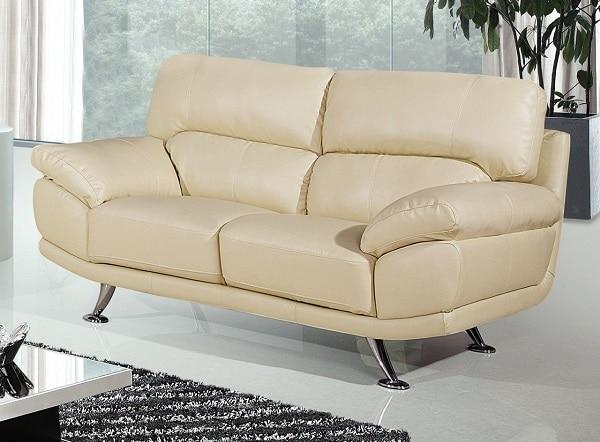 Một chiếc ghế sofa màu kem vàng hai chỗ sẽ giúp căn phòng của bạn ấm cúng, trang nhã và thanh lịch hơn. Đặc biệt, phần đệm uốn cong, tay vịn chỉ hơi nâng một chút giúp người dùng có thể thoải mái nằm ngủ, nghỉ ngơi