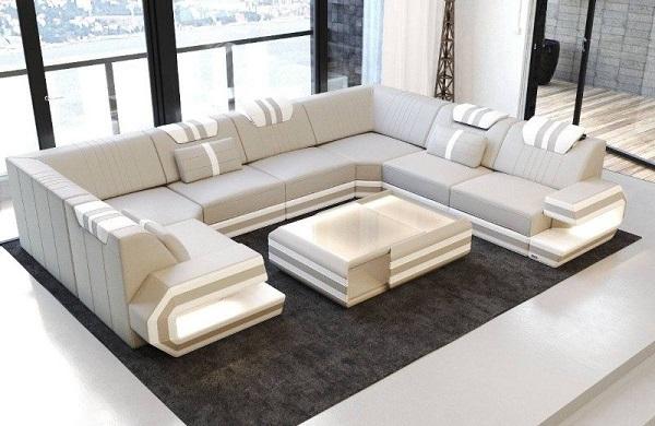 Làm say mê mọi ánh mắt với mẫu sofa góc vuông chữ U màu ghi sáng tạo hình tay tựa chữ U độc đáo cùng cách phối màu ghi sáng – trắng theo vạch linh hoạt, bắt mắt. Cùng với đó là chất liệu da sang trọng góp phần nâng tầng đẳng cấp cho sản phẩm