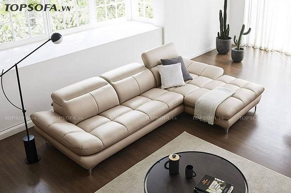 Với sofa góc vuông chữ L màu kem, bạn có thể bài trí một chiếc bàn tròn bằng kim loại sơn đen nhỏ xinh để tăng thêm vẻ đẹp duyên dáng