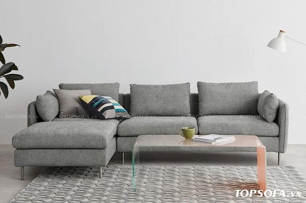 Chân kim loại sáng bóng giúp tăng sự chắc chắn và vẻ đẹp sang trọng cho mẫu sofa góc vuông vải nỉ nhập khẩu TS220. Tone màu xám nền nã của bộ sofa cũng góp phần làm cho căn phòng thêm thanh lịch hơn