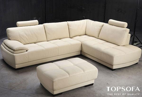 Điểm mới lạ của mẫu sofa góc chữ L này là phần thiết kế độc đáo, đi kèm ghế đôn kích thước vừa phải. Bạn có thể dễ dàng ghép ghế đôn này với ghế sofa để tăng diện tích sử dụng hoặc thay thế sử dụng như một chiếc bàn cafe đơn giản.
