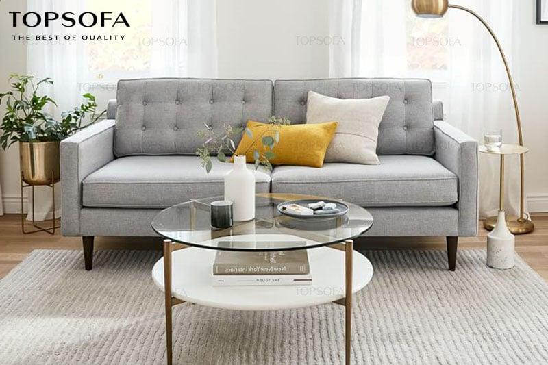 Sofa văng nỉ Bắc u -TS312 sở hữu phong cách thiết kế đơn giản hiện đại nhưng không kém phần sang trọng. Mẫu sofa màu trắng xám này có phần lưng tựa với độ ngả cùng với đệm mút êm ái giúp bạn thư giãn, nghỉ ngơi. Với kích thước nhỏ gọn 2 đệm ngồi, mẫu sofa này phù hợp với những không gian diện tích nhỏ, đầm ấm.