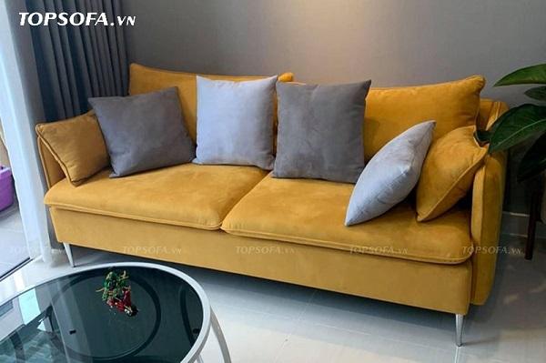 Nhờ sử dụng vải da lộn màu vàng cỏ úa cùng thiết kế khung, đệm bo tròn mà ghế sofa TS314 tạo cảm giác mềm mại, êm ái và thoải mái cho người dùng hơn.