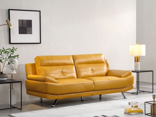 Mẫu sofa văng này được làm từ chất liệu da mềm mại, có độ bền cao với màu vàng mù tạt bắt mắt. Đệm lưng cấu tạo từ sợi mềm đem lại cảm giác thoải mái cho người ngồi. Còn đệm ngồi cấu tạo từ bọt xốp êm mềm, tay vịn hơi nâng, đem lại cảm giác thoải mái nhất cho người dùng ngay cả khi nằm