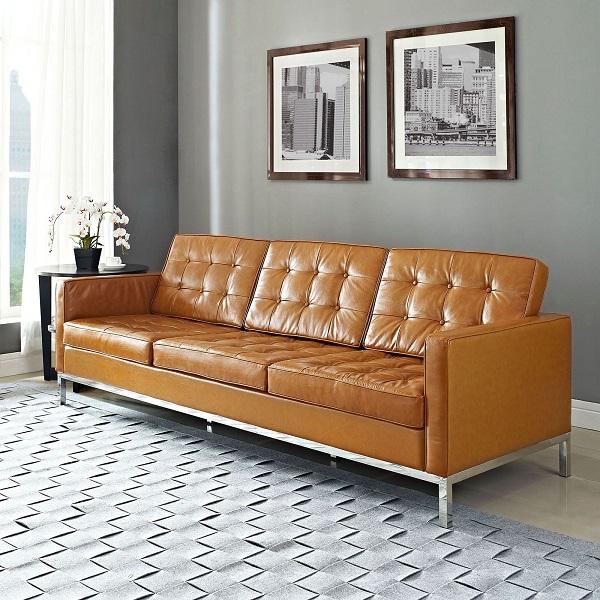 Sofa văng màu vàng da bò kiểu dáng đơn giản, thiết kế nút bấm nhấn phần lưng và phần đệm ngồi tinh tế sẽ là một món đồ nội thất không thể bỏ qua trong phòng khách. Bởi mẫu sản phẩm này sẽ mang lại sự sang trọng, nổi bật, độc đáo cho căn phòng