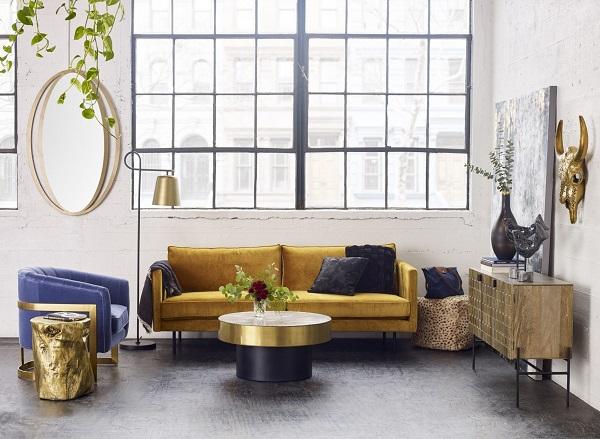 Mang tới hơi thở thiên nhiên khi trời vào thu với sofa văng vải da lộn màu vàng cỏ úa. Thiết kê vuông vắn với các đường nét thẳng, dứt khoát, chân bằng kim loại sơn keo nâng cao vững chắc, dáng chữ I thanh cảnh giúp tăng thêm vẻ đẹp đơn giản, thanh thoát cho không gian