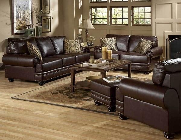 Bộ sofa bao gồm ghế sofa văng 3 chỗ, ghế sofa văng 2 chỗ và 1 ghế sofa 1 chỗ. Sử dụng chất liệu da nâu cao cấp Malaysia, bộ sofa là sự lựa chọn hoàn hảo cho căn phòng phòng khách diện tích rộng theo đuổi phong cách cổ điển sang trọng.