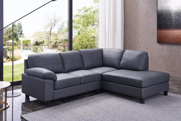 Sofa góc màu ghi xám làm từ chất liệu da công nghiệp, kiểu dáng đơn giản mà hiện đại