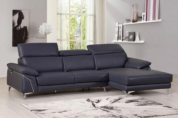Với mẫu sofa da màu xám xanh kiểu dáng góc chữ L này, bạn hoàn toàn có thể điều chỉnh tư thế ngồi, tư thế ngả lưng thỏa mái nhất nhờ thiết kế đệm ngồi, đệm lưng vô cùng êm ái và thông minh.