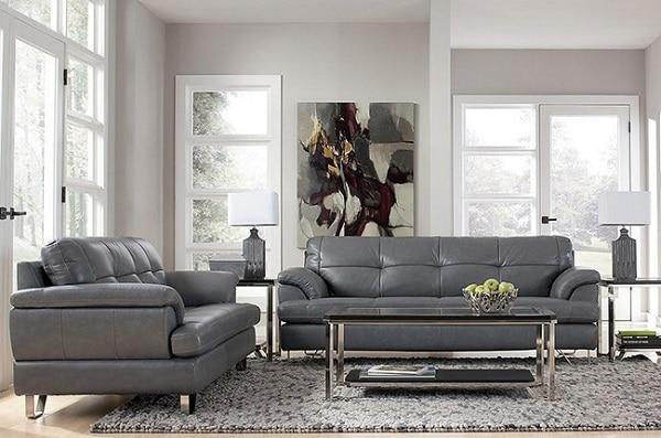 Bộ sofa màu lông chuột có một sofa 3 chỗ và một sofa 2 chỗ nổi bật với phần tay ghế thiết kế mềm mại tạo cảm giác thoải mái nhất đến người sử dụng. Phần thiết kế chân ghế làm bằng kim loại thanh thoát mang đến sự mới lạ và độ vững chãi cho chiếc ghế