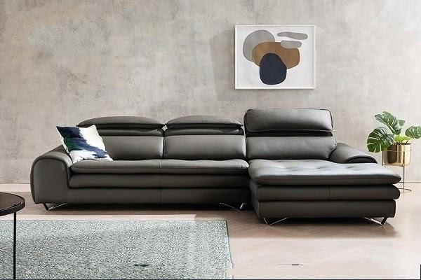 Bộ sofa da thật màu xám lông chuột nhanh chóng ghi điểm trong mắt người tiêu dùng từ kiểu dáng sofa góc chữ L, kiểu dáng thiết kế hiện đại đến phần chân ghế bằng thép không gỉ tạo hình độc đáo. Đây là mẫu sofa này phù hợp với hầu hết mọi loại không gian phòng từ hiện đại cho tới cổ điển