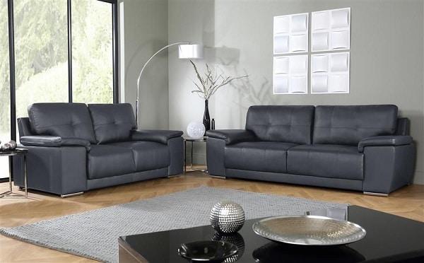 Bộ sofa da lông chuột cao cấp gồm 2 ghế sofa văng 2 chỗ với kích thước lần lượt là 1m8 và 2m xếp kề nhau tạo hình chữ L phù hợp với không gian phòng khách rộng rãi.