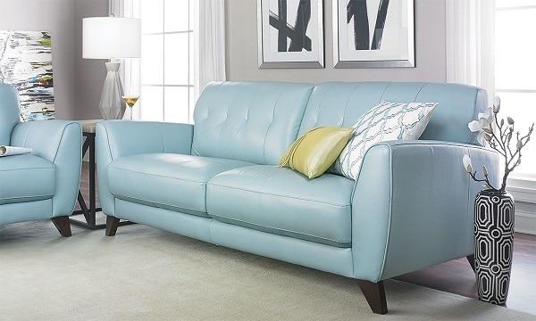 Sofa văng da loại 2 chỗ màu xanh pastel xứng đáng là sự lựa chọn tốt bậc nhất cho những không gian vừa và nhỏ, thiếu diện tích bởi sự nhỏ gọn và kiểu dáng đơn giản của nó. Màu xanh nhạt rất năng động, trẻ trung và không kém phần tươi tắn tạo cảm hứng cho một ngày tràn đầy năng lượng.