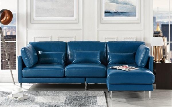 Lại là một sự lựa chọn thông minh bởi sofa da chữ L loại nhỏ 3 chỗ màu xanh coban phát huy tối đa công dụng tiết kiệm diện tích từ kích thước cho tới thiết kế. Màu xanh trẻ trung dễ dàng phối hợp với các phụ kiện, các hạng mục nội thất khác. Nó rất phù hợp cho không gian có diện tích hẹp ví dụ như nhà nhỏ, phòng trọ.