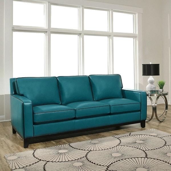 Sofa văng da trơn loại 3 chỗ màu xanh cổ vịt đang được rất ưa chuộng trong trang trí nội thất bởi màu cổ vịt là gam màu không lộ bụi bẩn, phù hợp với không gian gia đình. Thiết kế đơn giản rất dễ thích nghi mà không hề kén không gian.
