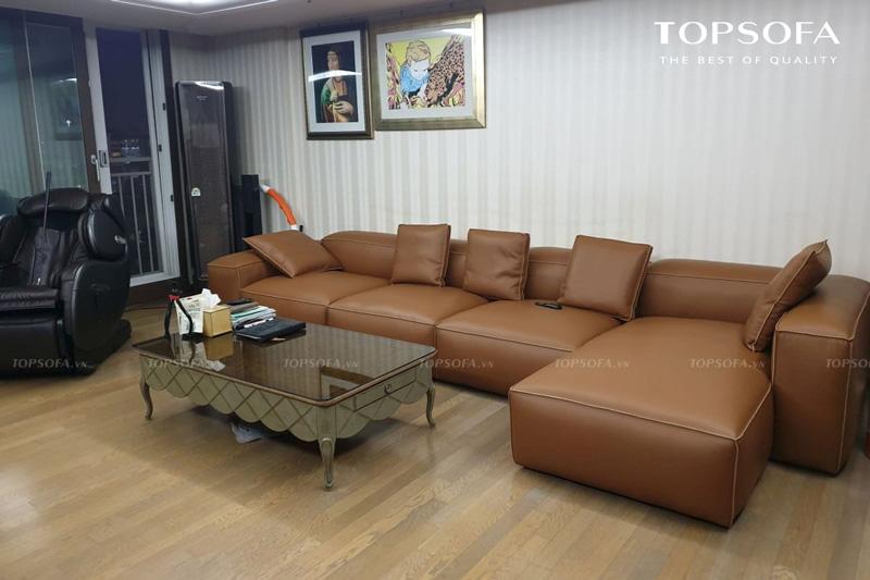 Dù thiết kế sàn sàn, dễ bị bám bẩn nhưng sắc nâu đã giúp mẫu sofa góc TS247 che vết bẩn khá tốt. Hơn nữa, chất liệu da công nghiệp giúp người dùng có thể lau chùi vết bẩn một cách dễ dàng