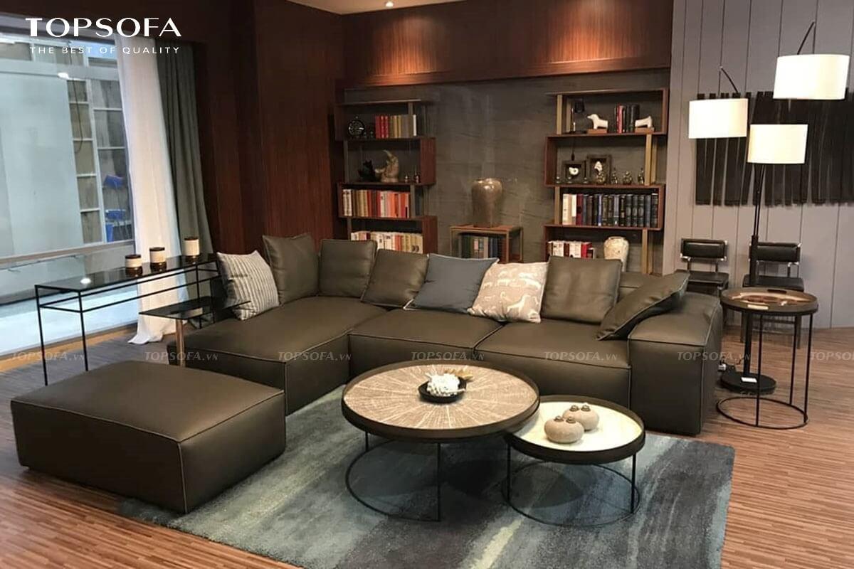 Với chất liệu da cùng sắc đen nâu sang trọng, gần gũi, sofa góc TS252 phù hợp để làm điểm nhấn trong căn phòng khách nhỏ màu sáng hoặc tạo ra sự đồng bộ trong phòng khách nhỏ màu trầm