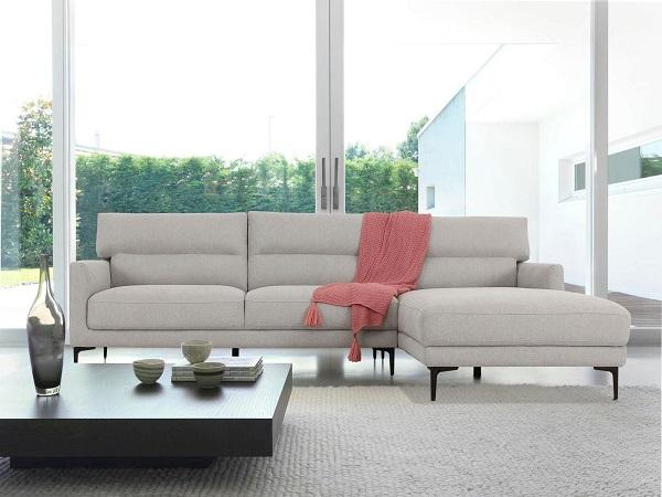 Tay vịn mẫu ghế sofa này có độ cao vừa phải, góc trái băng rộng mang lại sự thoải mái cho người dùng và là địa điểm lý tưởng để nằm nghe nhạc, xem phim