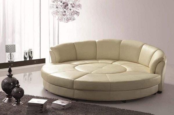 Mẫu sofa này thiết kế đệm ngồi tròn kết hợp lưng tựa cong cong, chia thành nhiều mảng khối đẹp mắt, bọc da màu be nền nã mang vẻ đẹp ấn tượng, cá tính. Đây là mẫu sofa phù hợp để các thành viên trong gia đình cùng nghỉ ngơi, đọc sách thư giãn