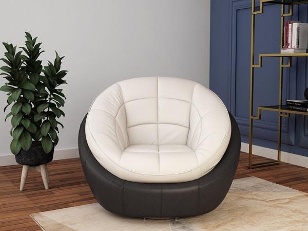 Thiết kế vòng ngoài bọc da màu đen sang trọng, vòng trong bọc da màu trắng tinh khôi kết hợp với các đường kẻ ô tạo nếp, mẫu sofa đơn này mang vẻ đẹp độc đáo, cá tính và đầy sáng tạo. Đặc biệt, phần tựa lưng cong tròn ôm lấy lưng người ngồi giúp người dùng luôn cảm thấy ấm áp, thoải mái khi sử dụng