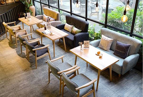 Mẫu sofa văng kích thước 1m2 là sự lựa chọn yêu thích cho các phòng trà và quán cafe
