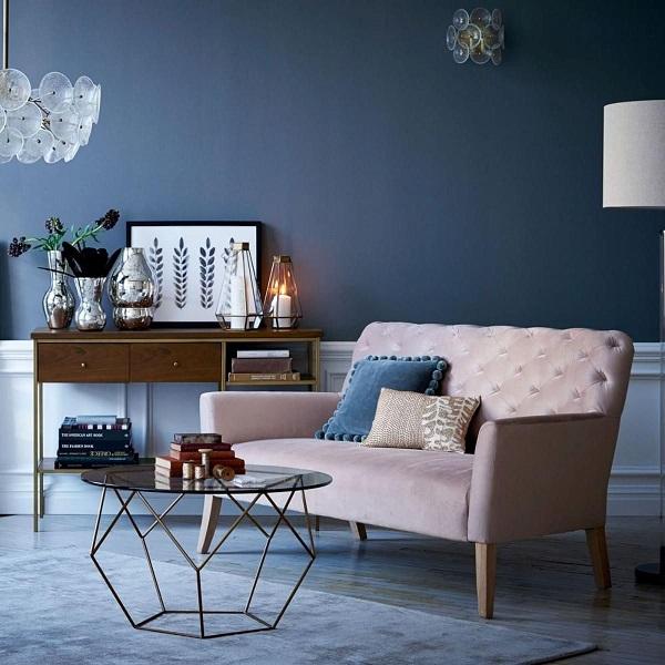 Sofa văng nỉ nhung với thiết kế nhỏ gọn dành cho 2 người ngồi với màu sắc chủ đạo là kem sáng, sản phẩm mang đến vẻ đẹp sang trọng quý phái cho căn phòng. Phần chân ghế được làm choãi ra ngoài giúp ghế có khả năng chịu lực tốt hơn, tránh bị trơn trượt và mang đến sự an toàn cho người dùng