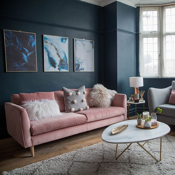 Sofa văng dáng chữ I được làm từ vải nỉ nhung cùng phần đệm mút cao cấp có độ đàn hồi cao, trải nghiệm ngồi mềm mịn êm ái