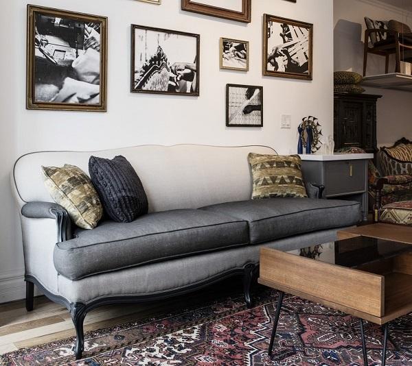Mẫu sofa văng kiểu dáng tân cổ điển kết hợp hiện đại mang đến sự nổi bật cho căn phòng. Sofa có thiết kế chân ghế thanh mảnh, uốn cong nhẹ màu đen nhằm mang đến sự đồng bộ với phần thân ghế.