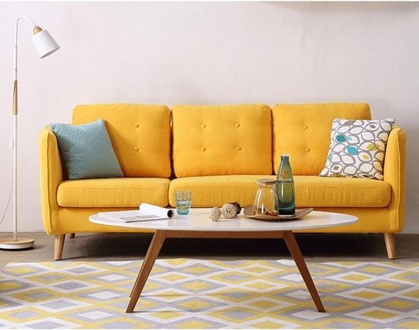 Nên kết hợp sofa văng vàng với các sản phẩm nội thất màu trắng để đem lại tính thẩm mỹ cao nhất.