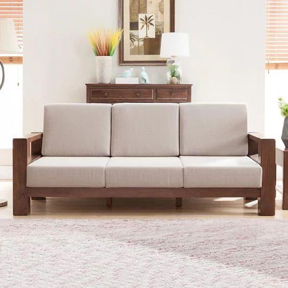 Phòng khách sẽ luôn có cảm giác ấm cúng và thanh lịch khi có mẫu sofa băng 3 chỗ này