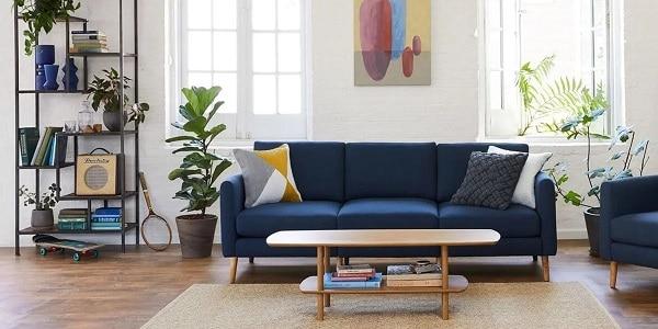 Bạn có thể kết hợp sofa văng vải với chiếc bàn gỗ nhỏ xinh để tạo ra một không gian phòng khách trang nhã, tiện nghi.