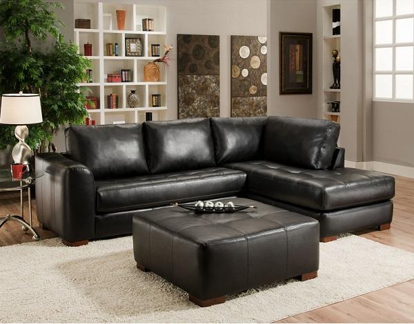 Lớp da đen bóng cùng thiết kế chia ô, nhấn nút ở phần đệm ngồi giúp mẫu sofa góc này trông sang trọng và nổi bật hơn giữa căn phòng khách nhỏ màu ghi