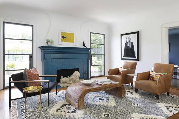 Phần tựa lưng của ghế sofa đơn được thiết kế ngả nhẹ về phía sau kết hợp chân gỗ chắc chắn tạo chỗ ngả lưng thoải mái cho người dùng