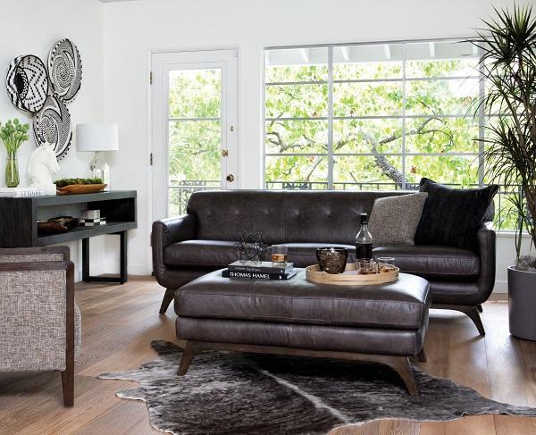 Tay ghế và mặt ghế thiết kế thành một khối uốn cong tạo sự đồng nhất kết hợp với chân ghế choãi ra vững chắc giúp mẫu ghế sofa da duyên dáng hơn